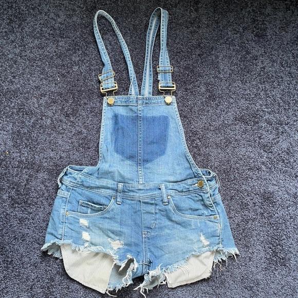 BlankNYC overalls size 24 short shorts stripe